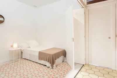Cozy and bright apartment in a popular district of Barcelona called L'Eixample